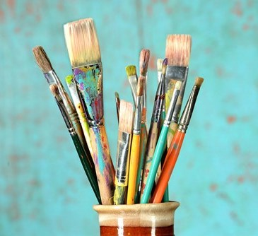 Cup of artists' paint brushes